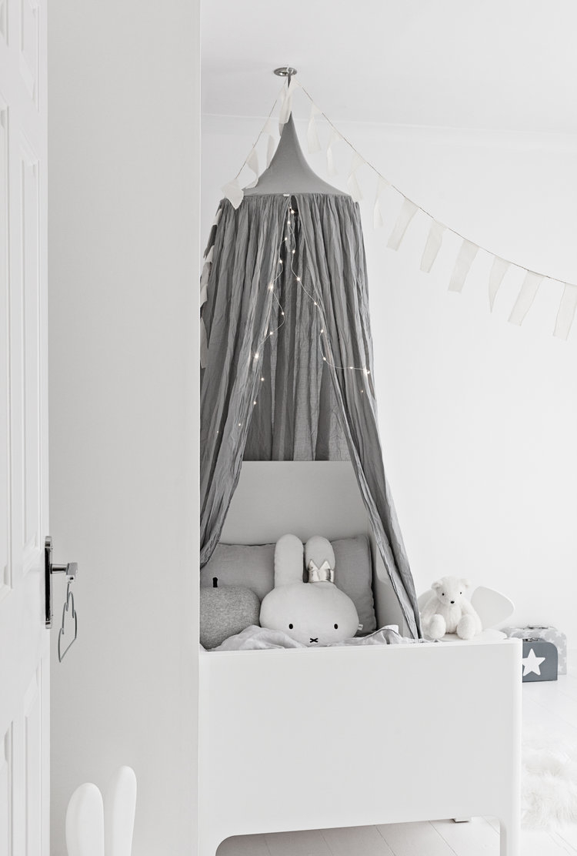 Branco e cinza no quarto infantil