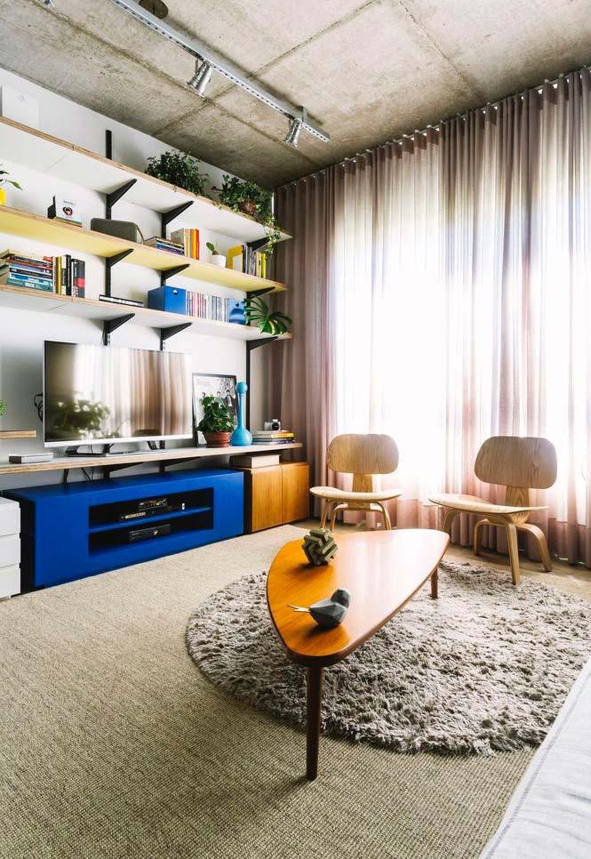 Decore a sala com prateleiras