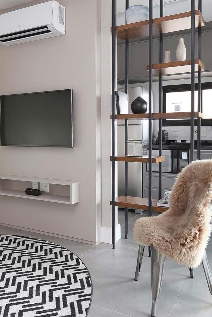 Decoração de sala de estar com estante de ferro e madeira
