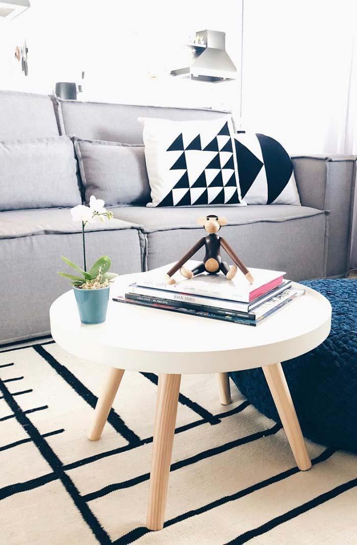 Mesinha de centro ajuda a decorar e organizar objetos