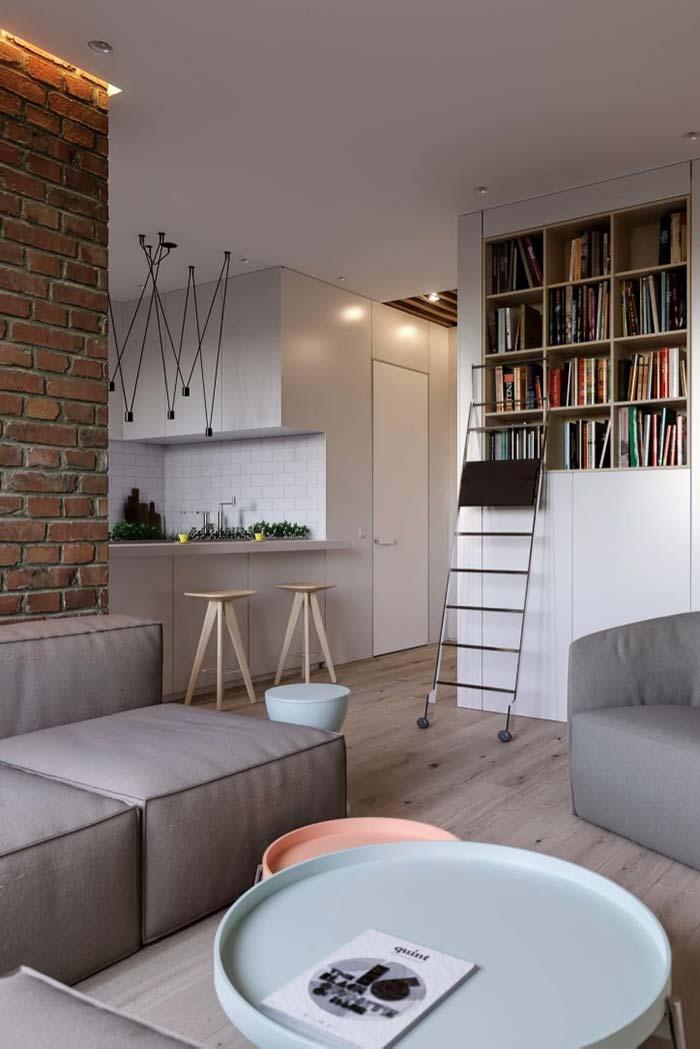 Nichos embutidos na parede para organizar os livros