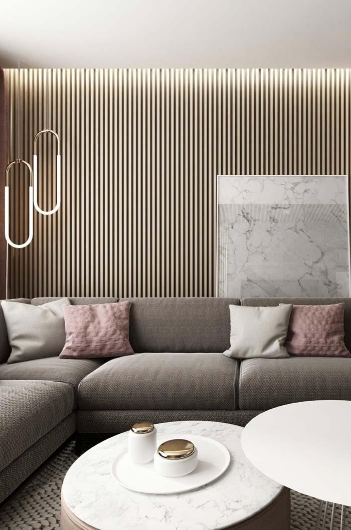 Sala de estar com parede vazada de madeira