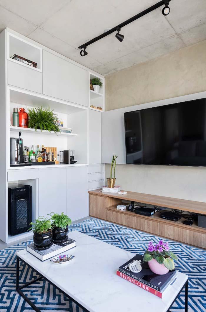Sala de estar com tapete marcante