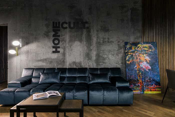 Sofá de veludo para uma sala sofisticada e luxuosa