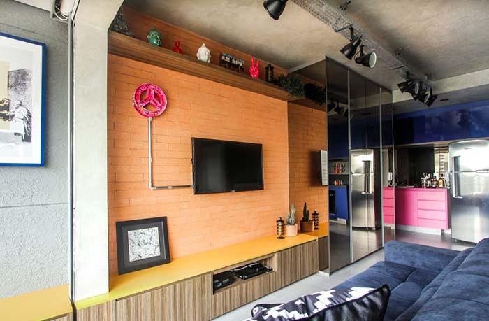 Sala de estar com revestimento de tijolinhos