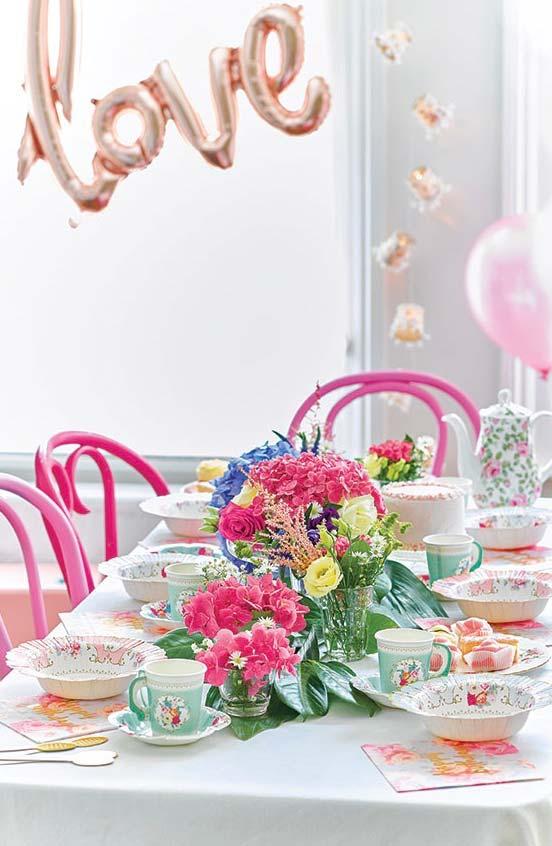 Decoração cor de rosa com balões