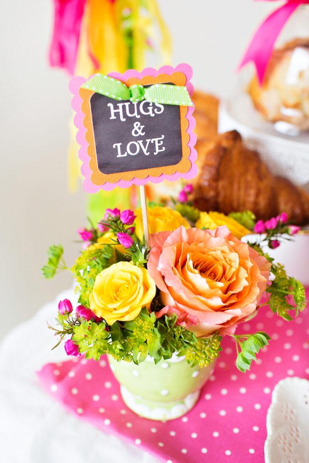 Centrinho de mesa com tudo o que uma mãe sempre tem para dar: abraços e amor