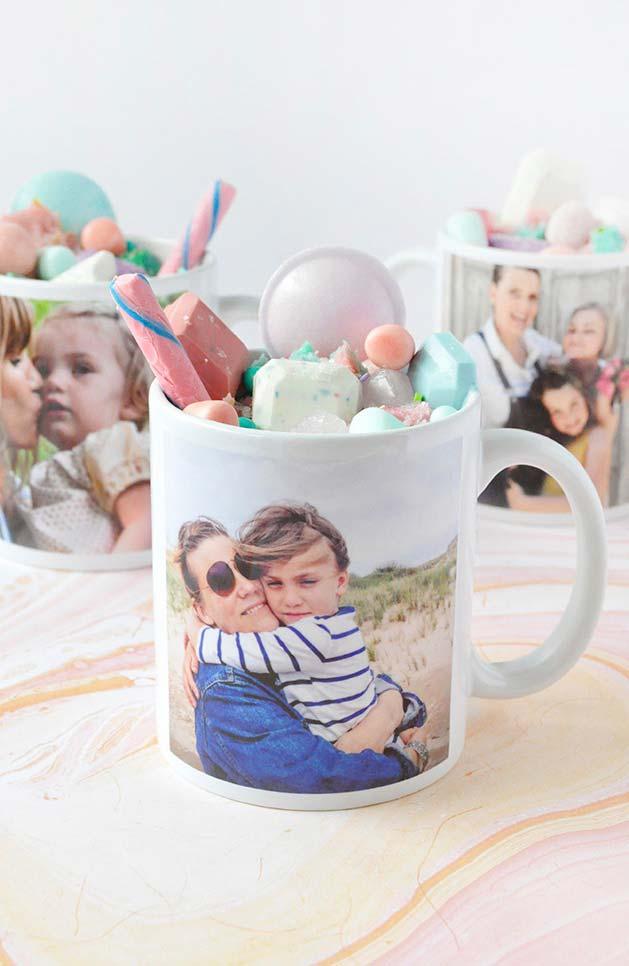 Canecas personalizadas com fotos e recheada de doces