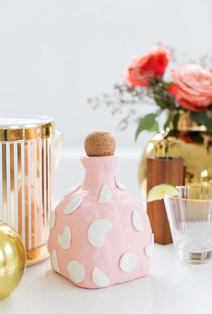 garrafas de cerâmica ou porcelana podem ser decoradas
