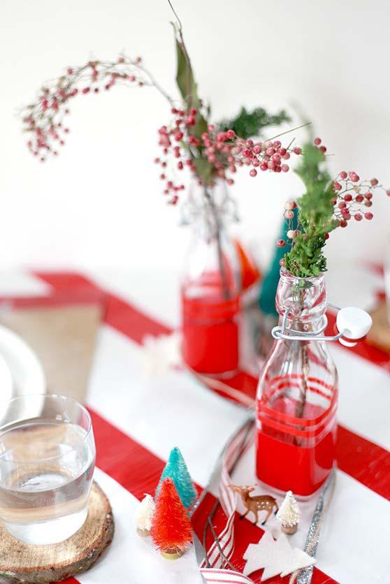 Garrafinhas com arranjos para finalizar a decoração de natal