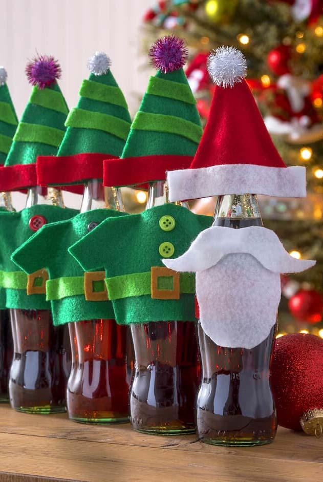 Refrigerantes especiais mandados pelo papai Noel e os seus ajudantes duendes para a família inteira