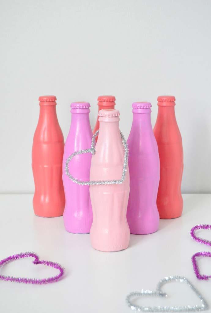Garrafas decoradas nas tendências minimalista e candy colors