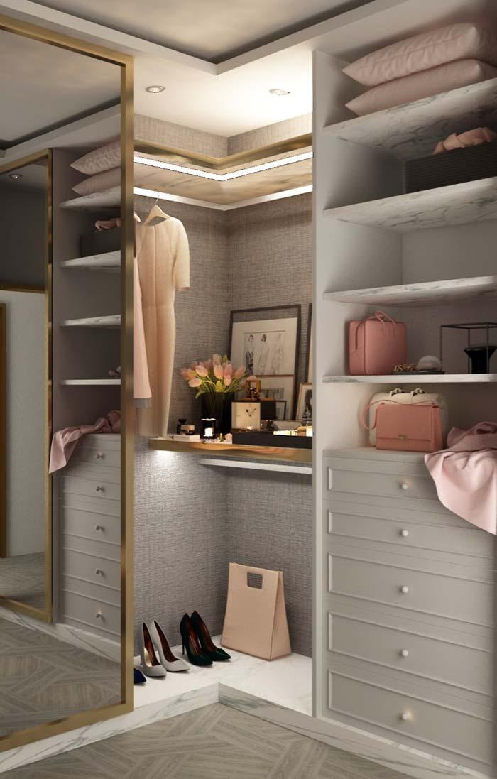 Modelo de closet pequeno de canto
