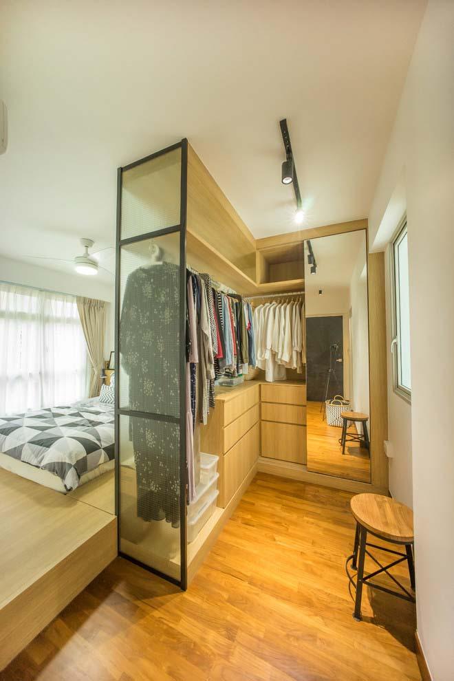 Modelo de closet com parede de vidro