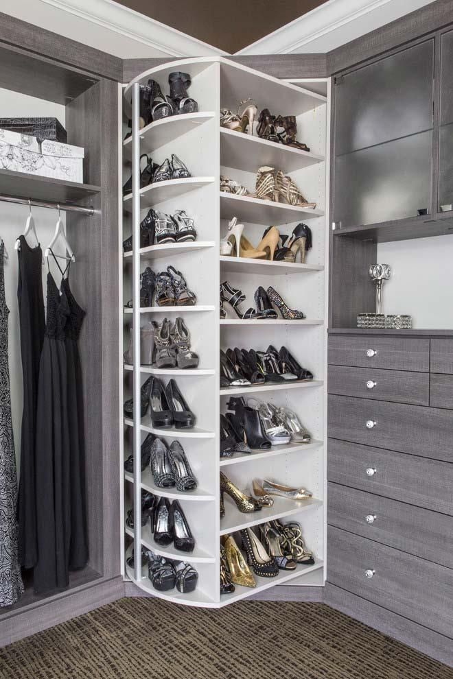 Suporte giratório no modelo de closet