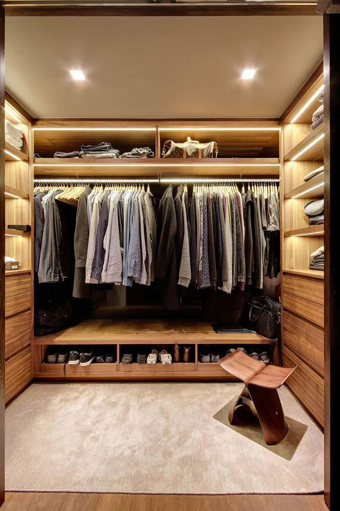 Modelo de closet masculino todo em madeira