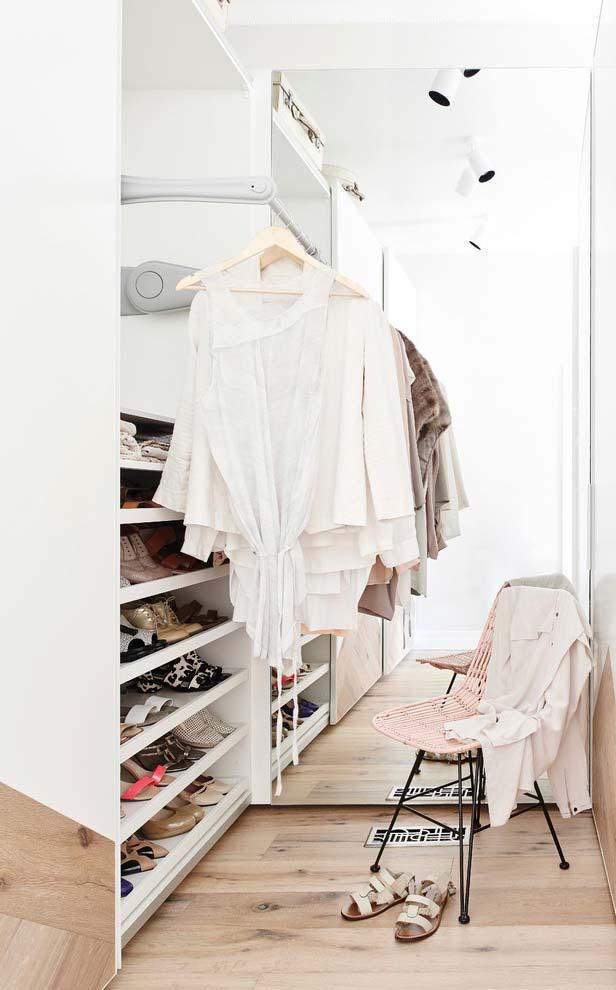 Para quem não alcança as partes mais altas do armário, esse tipo de arara pode ser a solução