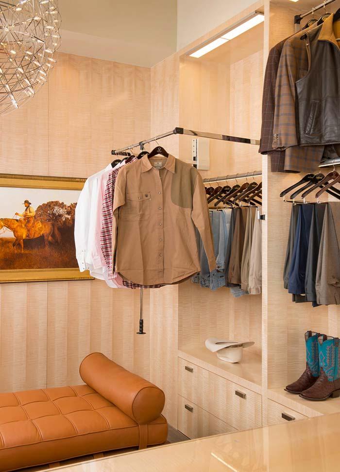 Arara que otimiza espaço e traz praticidade na hora de pegar a roupa