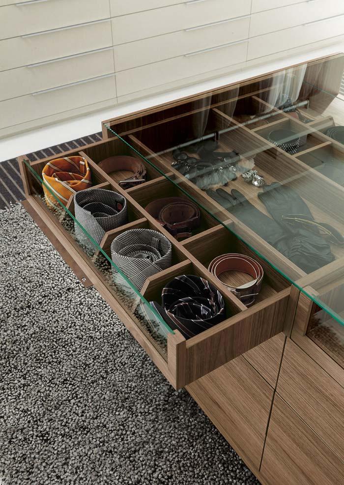 Balcão de vidro para quem não quer perder tempo procurando peças