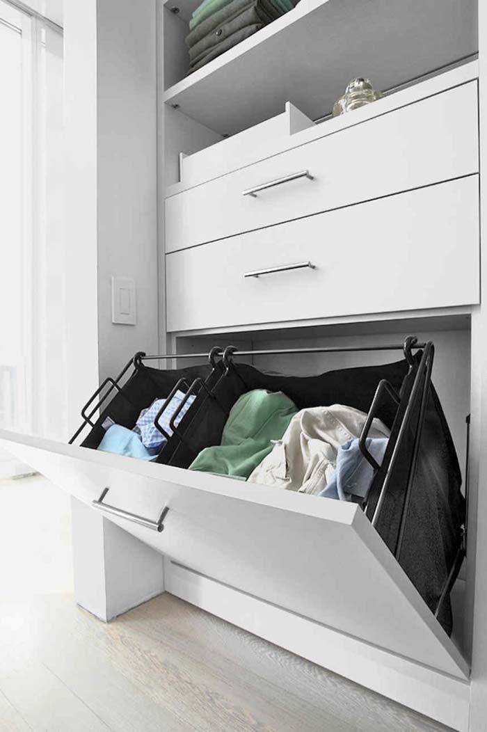 Cesto de roupas sujas dentro do modelo de closet