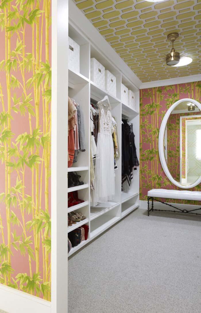Modelo de closet com papel de parede