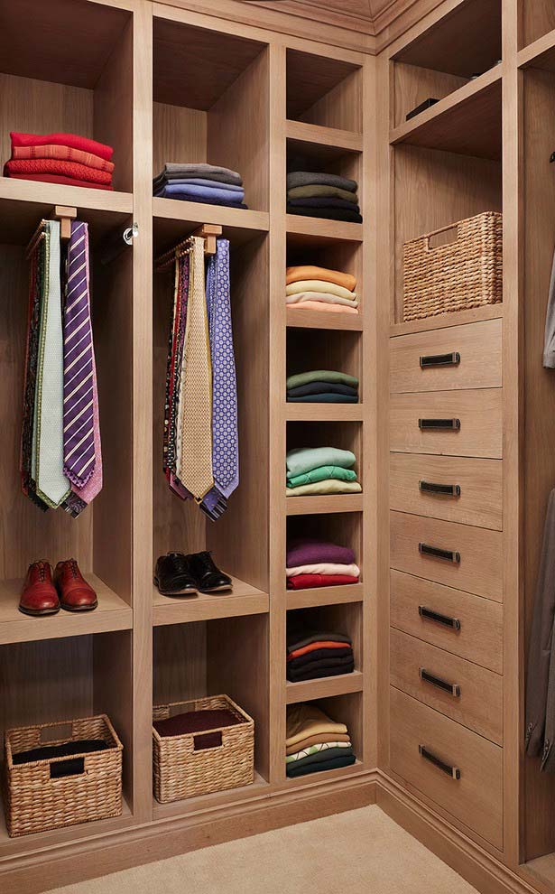 Cestos de vime no modelo de closet