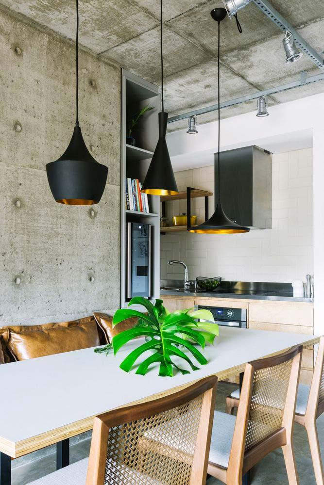 Sala de jantar decorada com mesa retangular