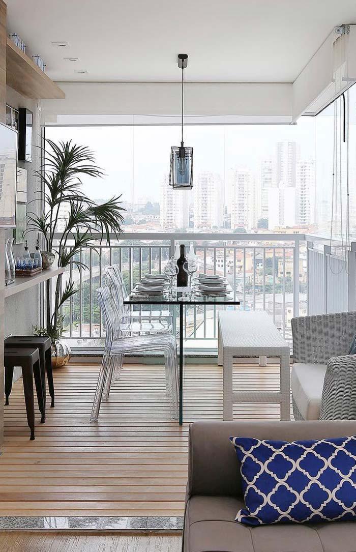 Sala de jantar decorada na varanda