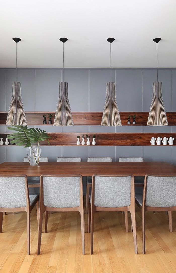 Sala de jantar com mesa retangular de oito lugares