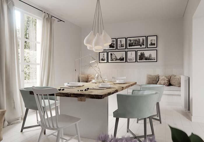 Tampo de madeira rústica em uma sala de jantar romântica e delicada