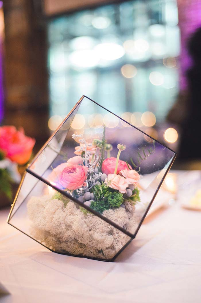Terrários com flores artificiais