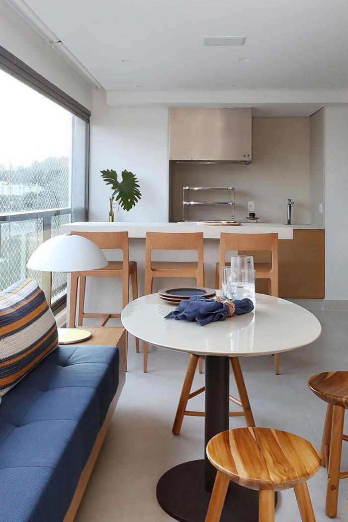 Sofá-banco para acomodar com mais conforto as visitas