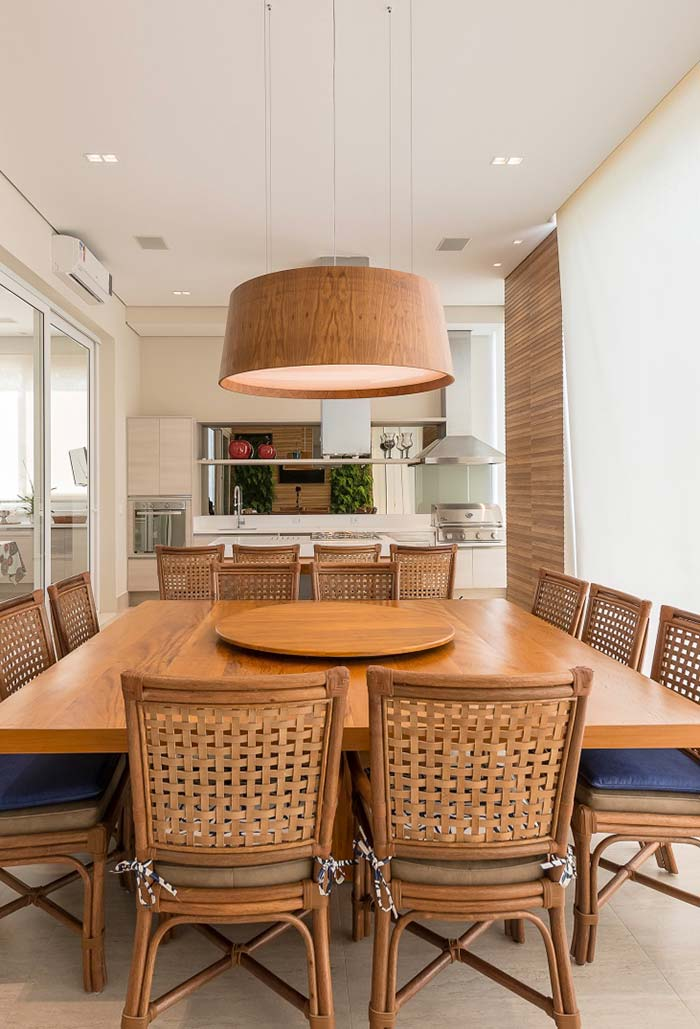 Varanda gourmet com mesa quadrada