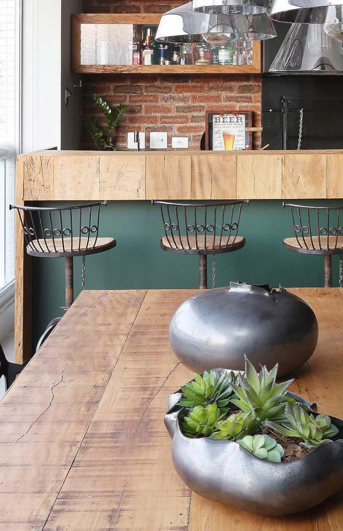 Madeira, ferro e tijolinhos na varanda gourmet