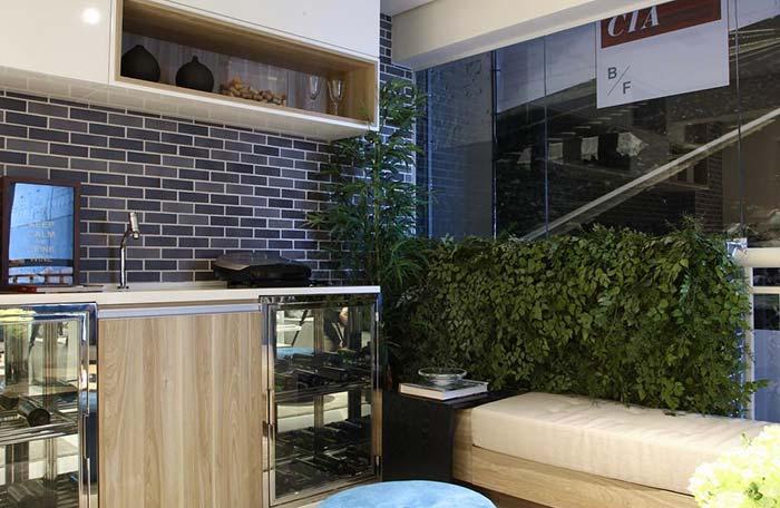 Varanda gourmet charmosa com plantas