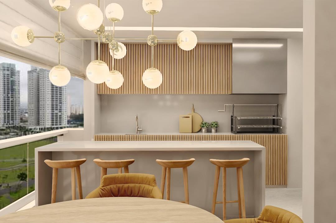 Varanda gourmet com armários ripados de madeira