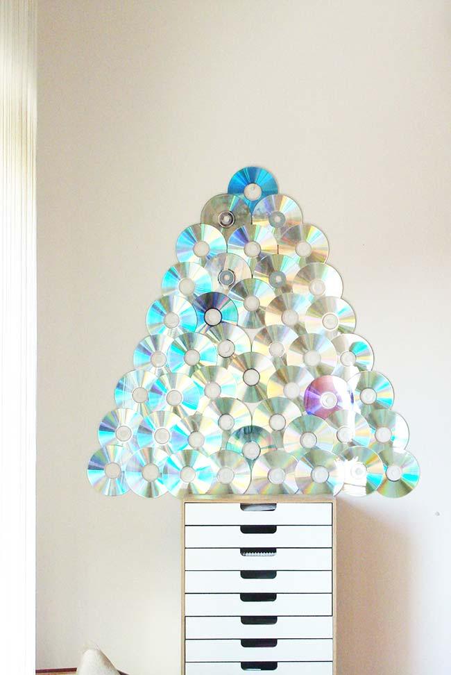 Árvore de Natal simples com CDs
