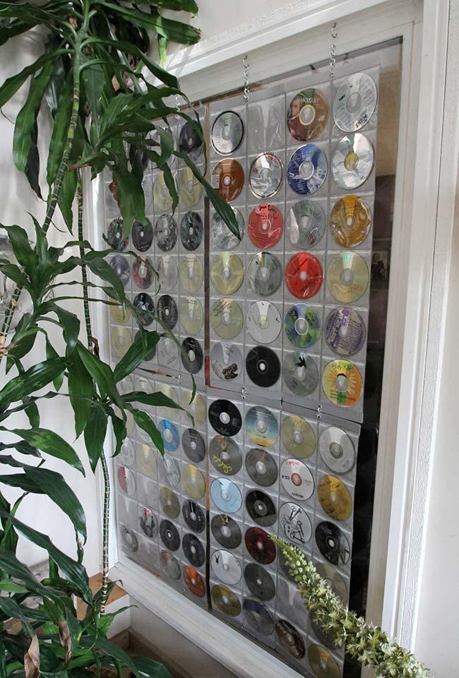 CDs velhos e riscados com decoração