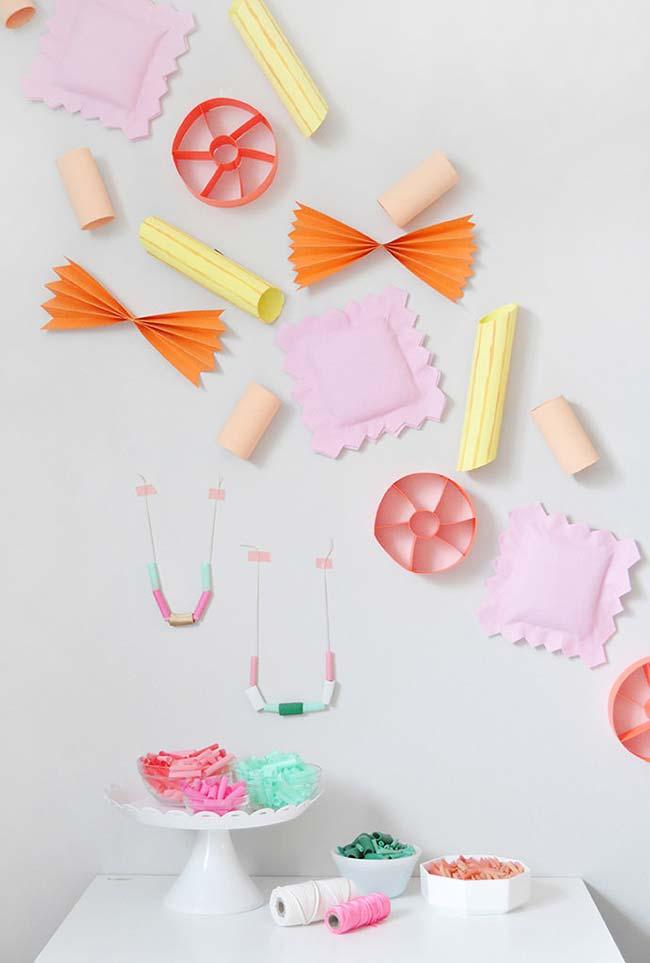 Festinha infantil decorada com rolos de papel higiênico