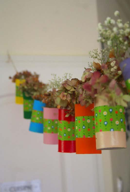Varal de suculentas feito de artesanato com rolinho de papel higiênico