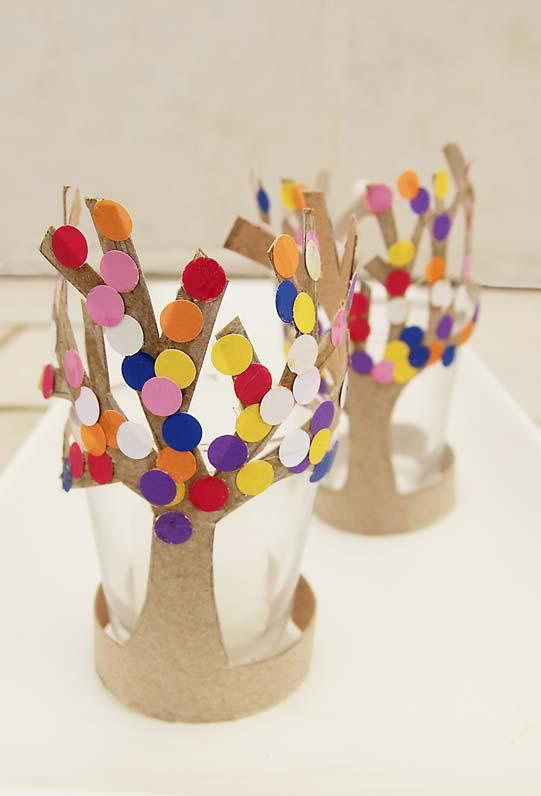 Porta copo feito com rolos de papel higiênico