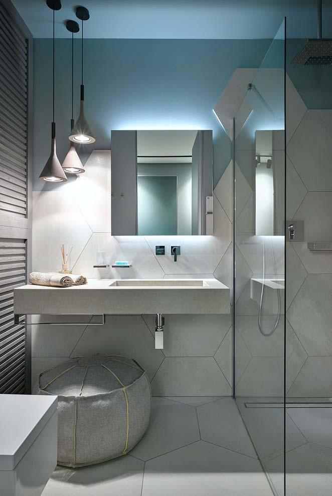 Banheiro moderno com uma iluminação diferenciada