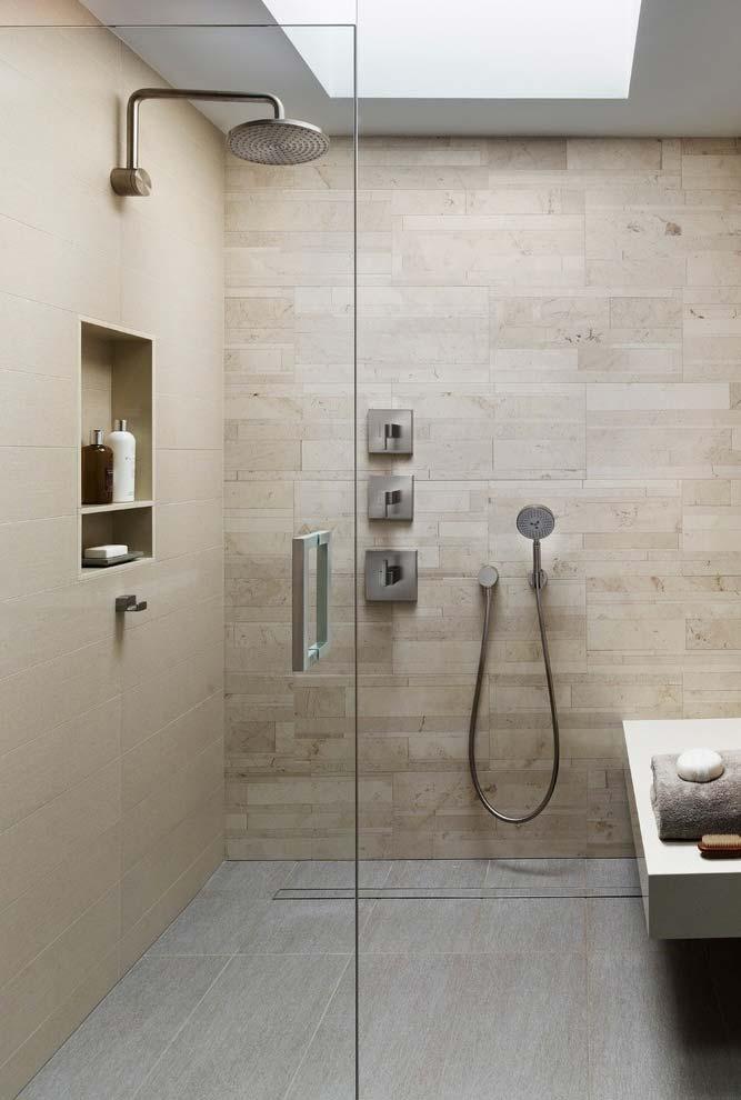 Banheiro moderno cheio de tecnologia