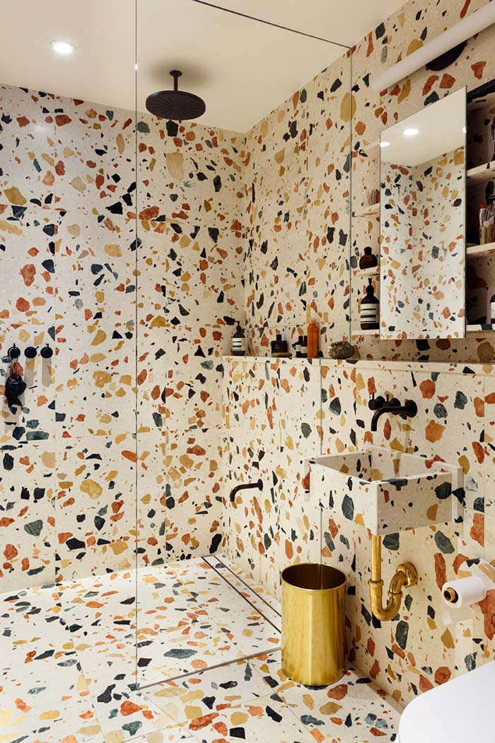 Banheiro moderno manchadinho