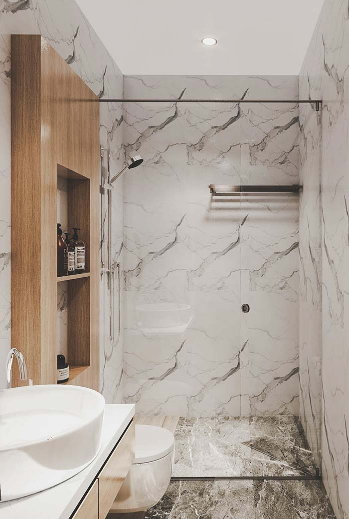 Banheiro moderno com revestimento