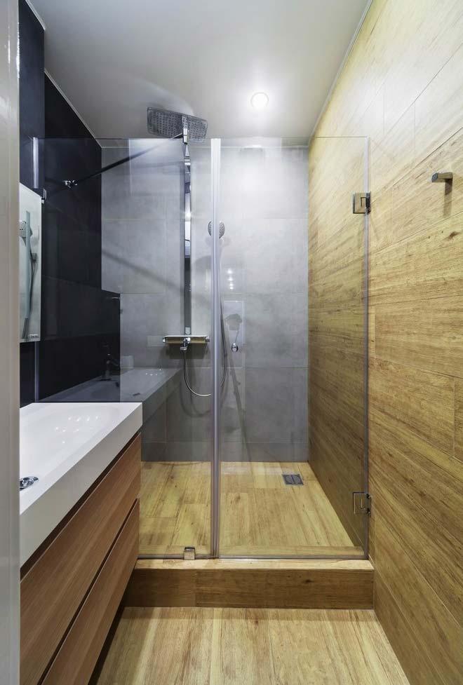 Madeira no banheiro moderno sim