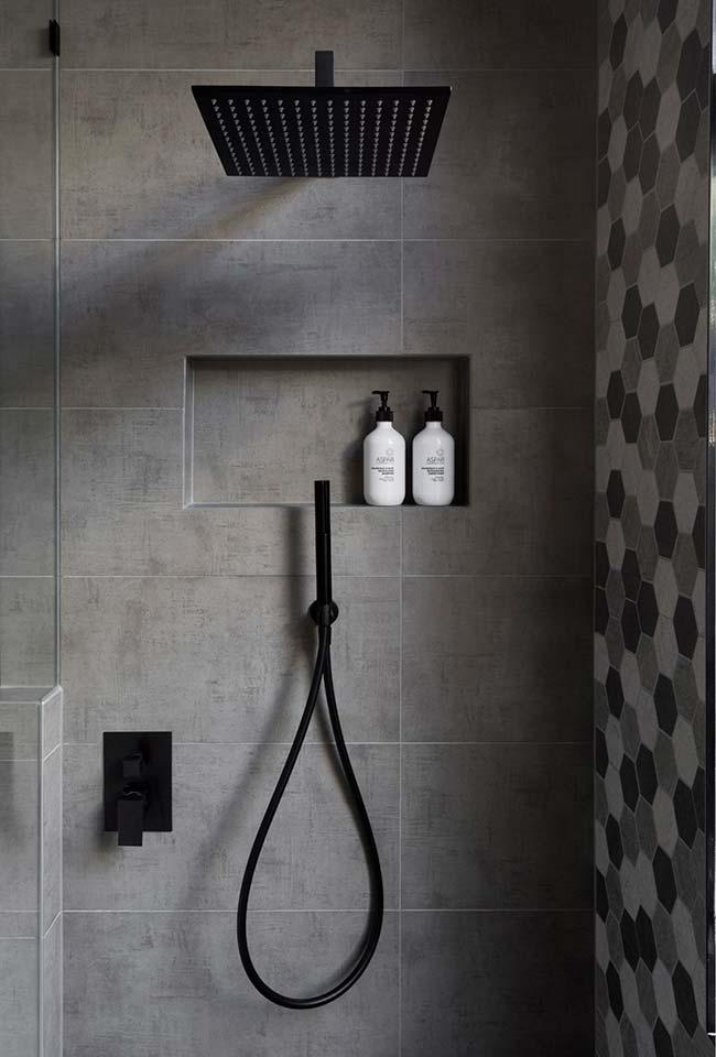 Instalações hidráulicas de chuveiro, ducha de mão e registros