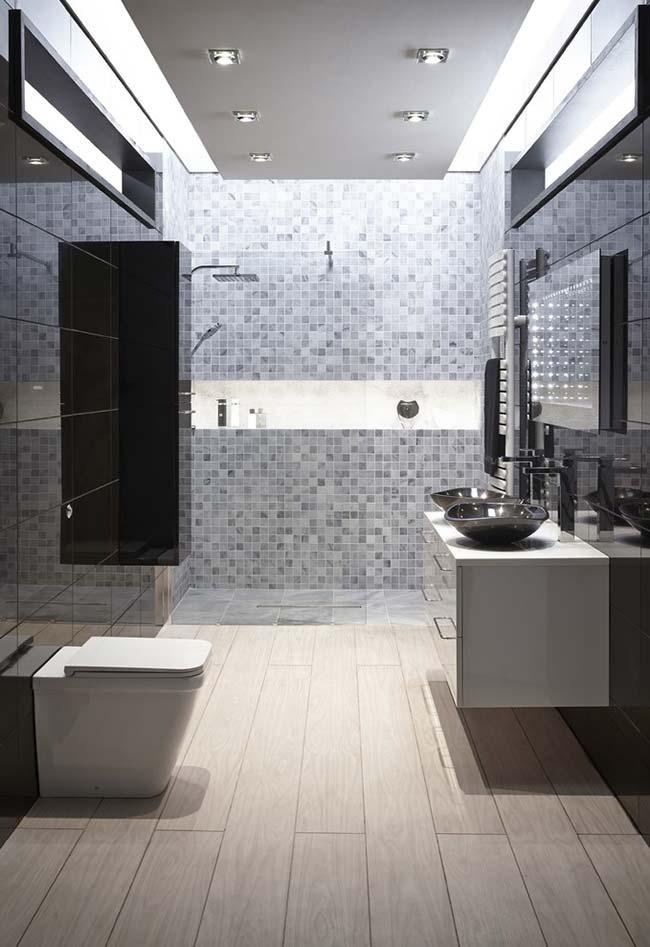 Banheiro moderno super espaçoso