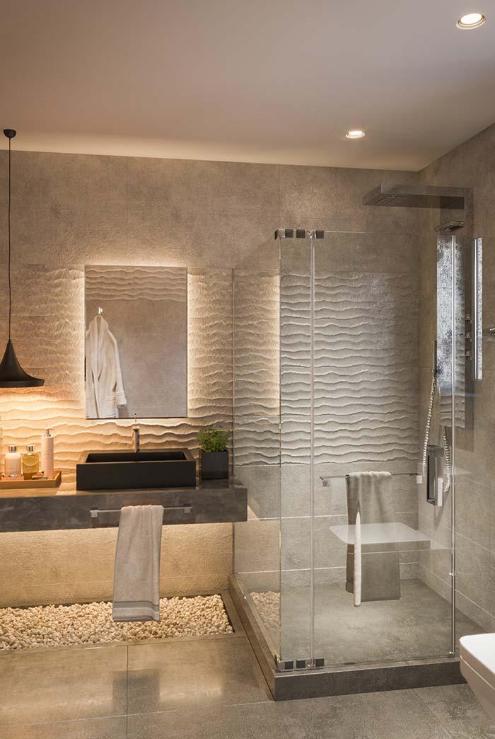 esse banheiro moderno também tem as paredes texturizadas