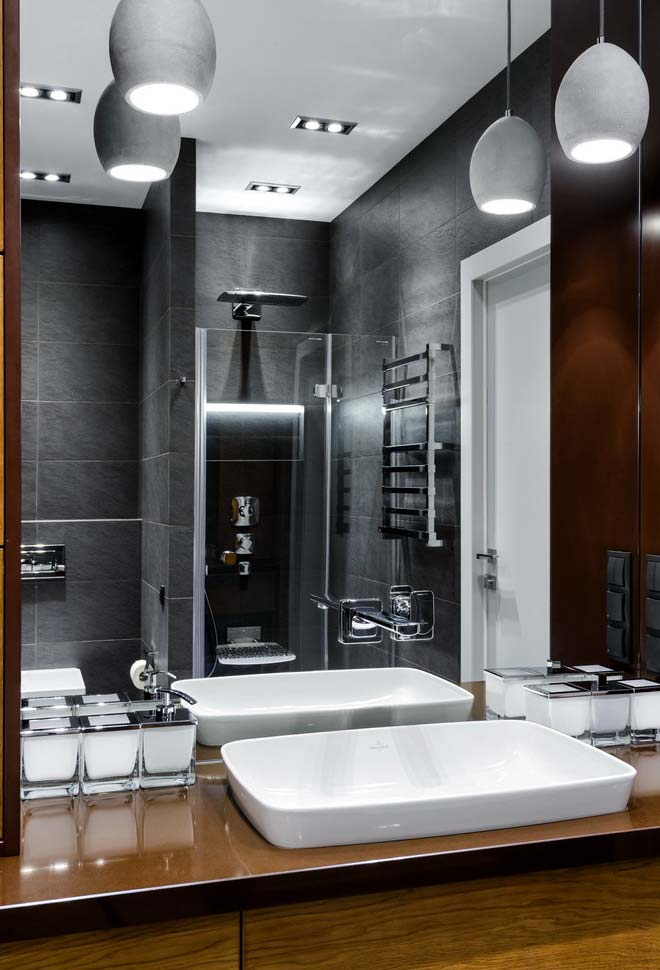 Super espelho no banheiro moderno